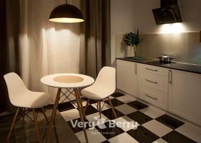 Apartamenty Targowe Chełmonskiego 20 Poznan - Very Berry Apartments (5)